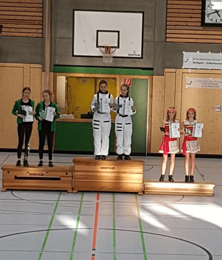 Einradtag Stuttgart Siegerehrung Lara M. und Nele U.
