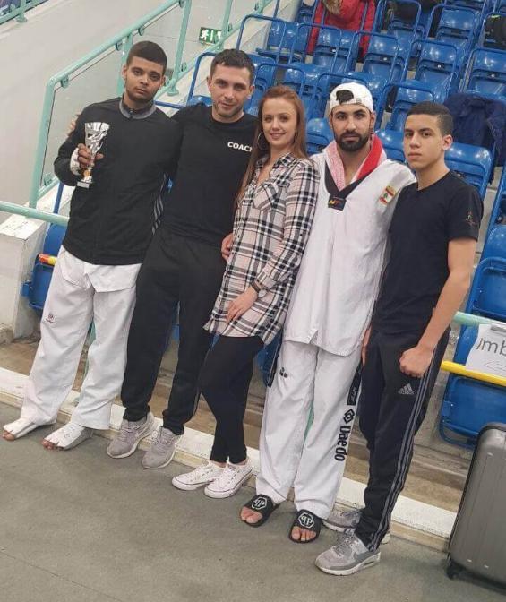 Mohamed Talbi, Selcuk Sariduman(Trainer Kinder/Jugend und Erwachsene)<br>Nicole (Freundin von Tahir), Tahir Sayili(Trainer Jugend), Oussama El-Mourabit<br>(Namen von links nach rechts)